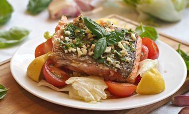 Salmone con salsa di erbe aromatiche (pečený losos s bylinkami)