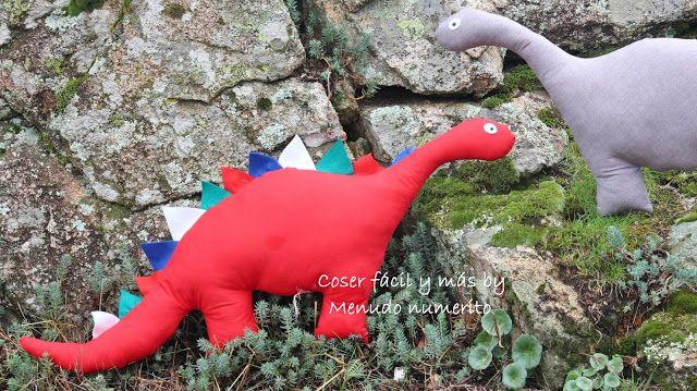 """Tutorial enhttps://www.youtube.com/watch?v=B3ilS-vYFB0  El blog de """"Coser fácil y más by Menudo numerito"""": Cómo hacer un dinosaurio de trapo"""