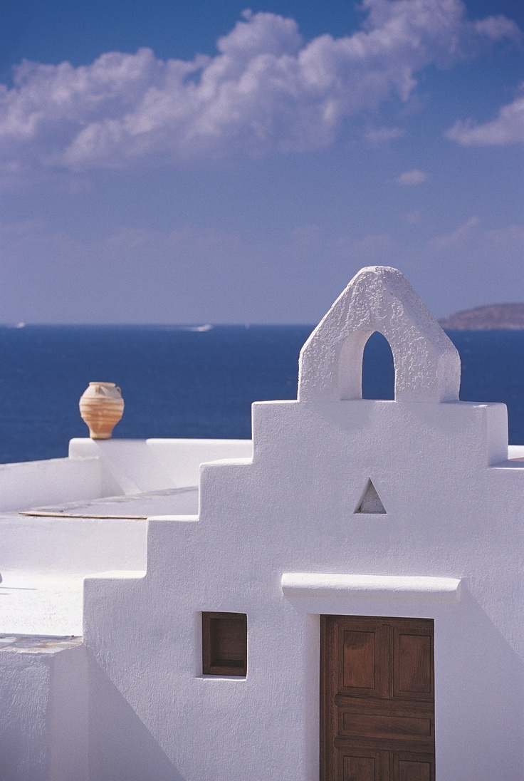 Building roof landscaped with superb linear Cycladic architecture at Mykonos Grand Luxury Hotel