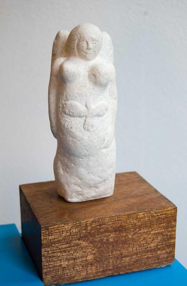 In het kader van #collectievissen #heilig: de kalkstenen sculptuur 'Zwaan Engel' van Thijs Kwakernaak. Eenvoudig en sereen. Krachtig in haar bescheiden simpelheid. --- #collectionfishing #holy: limestone sculpture Swan Angel from Thijs Kwakernaak