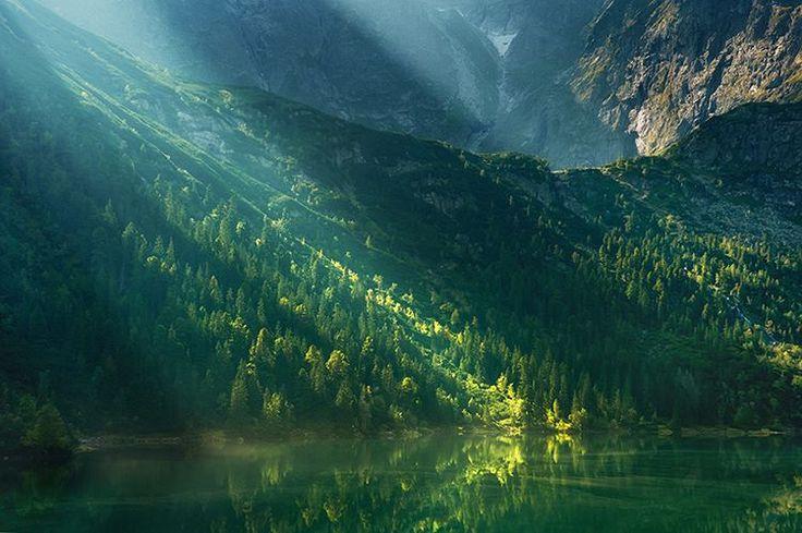 Morskie Oko oświetlone pierwszymi promieniami Słońca.    #tatry #natgeopl #polska #500pxcom #freedom #wolnosc #gory #polska #malopolska #pkl #tpn #marcinkesekfotografia #hikingtheglobe #ic_landscapes #marcinkesekphotgraphy #special_shots #instagood #awesome_earth #earthpix #midnight_photography #travesome