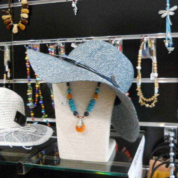 http://bisuteriademoda.es/complementos-para-mujer-online/3368-pamela-azul.html