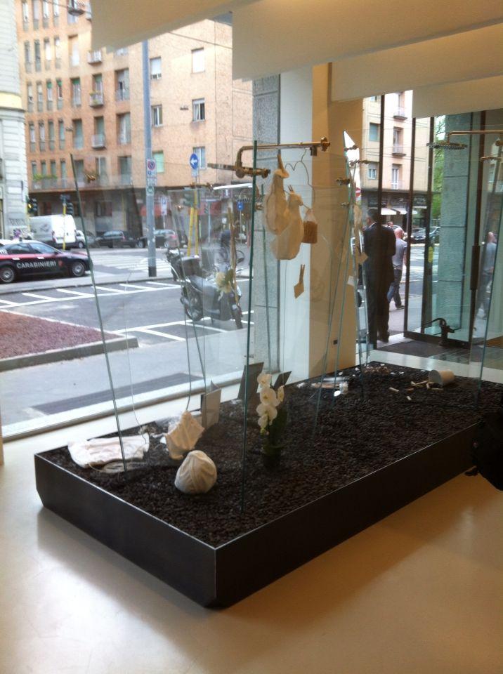 В марте в Милане открылся новый шоу-рум H2Otto сразу 3-х наших брендов: #ceramicasantagostino #effegibi #vismaravetro Плотное сотрудничество компаний создало воздушное пространство для архитекторов и дизайнеров, позволяющее изучить продукцию фабрик.  #milandesignweek2015 #fuorisalini #smalta #smaltaitaliandesign #coffeeproject #coffeeandproject #furniturestyle #interiordesign #design #tile #красивопрактично  #стильнаяванная #amazing #bath #bestdesign #интерьер #плитка #ванная #дизайн