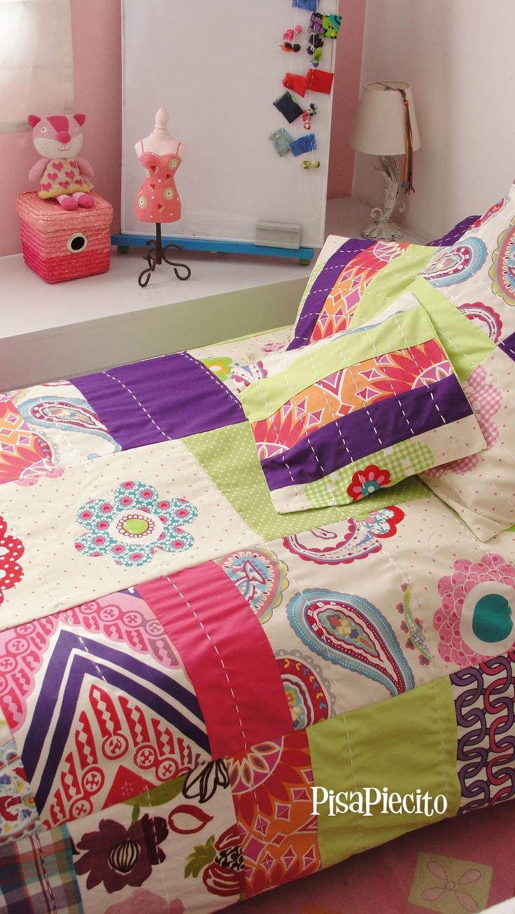 Conjunto de Cubre edredón reversible + almohadones para niña.  lado a (parches bordados a mano)
