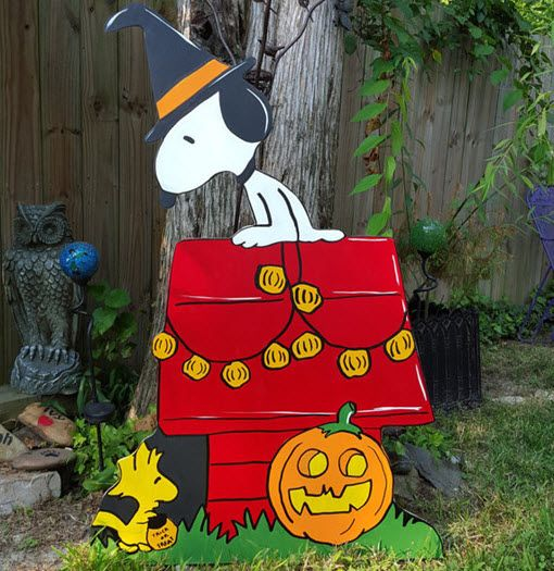 Snoopy Dog House Halloween - This cute decoration brings Snoopy to your home for Halloween. #Halloween #snoopy #decoration