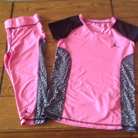 Girls Jordan training dry fit outfit Girls Capri and short sleeve top size small Jordon Other