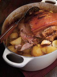 Rôti de porc aux patates jaunes  Utiliser moutard de dijon et defaire la viande et remettre dans le bouillon