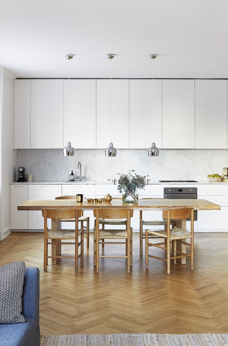 Golden Bell pendant by Alvar Aalto from Artek and J39 chair by Børge Mogensen from Fredericia Furniture | Beautiful living kitchen - via cocolapinedesign.com