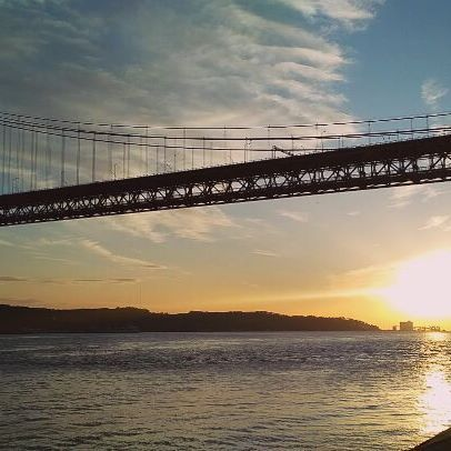 Primul apus Time-lapse din Lisabona, Portugalia :) .  .  .  .  #ApusDeSoare #Sunset #lisabon #lisabona #25deabrilbridge #portugal #portugalia #eHaiHui #AroundTheWorld #O9ZI #SecretTRIP #CalatoriiSecrete #CalatorieSecreta