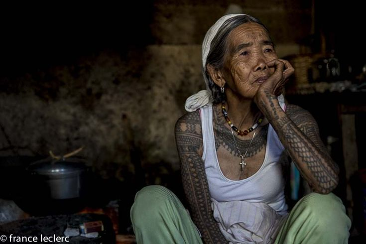 Kalinga last tattoo artist apo whang od she 39 s 93 years for Tattoos that last a year