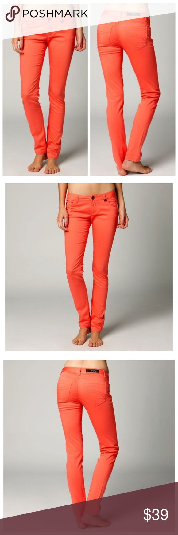🆕Fox Racing Sharp Turn Skinny Fit Chino Pants Start turning head everywhere you go when you step out in the Sharp Turn pants. Available in three unique colors, you can find one to match any occasion.  FEATURES  Logo slider on front belt loop Logo patch on back waistband Skinny jegging fit 97% cotton/3% Spandex Fox Pants Skinny
