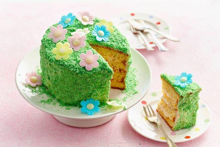Wát een feest: deze frisse lentetaart is een absolute blikvanger op tafel. En ook nog ongelooflijk lekker - Recept - Paastaart met mango en kokos - Allerhande