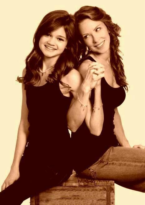So cute they play mother and daugther on the show big time rush I LUV THIS PIC