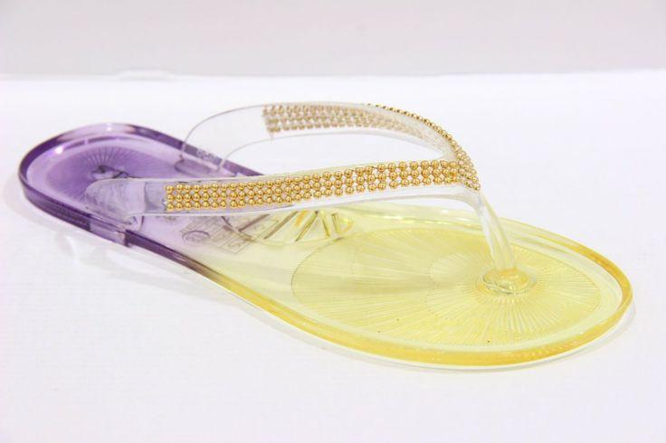 Slippers - Yellow Vrolijke slippers voor deze zomer.  Verkrijgbaar in maat 36 t/m 41 en ze kosten €16,95  (Gratis verzending binnen NL)  #zininzomer #slippers #summertime #shoppen #gratisverzending