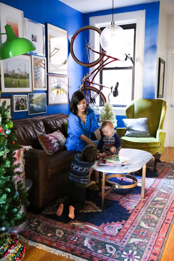Caitlin Wilson Navy Kismet Rug featured in @lovetaza's NYC livingroom #shareyourcwt