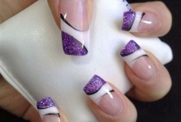 Very cute manicure game with so many colors and patterns of Nail Polish and extras as a file of nails.Nail designs art for the 2013 season.