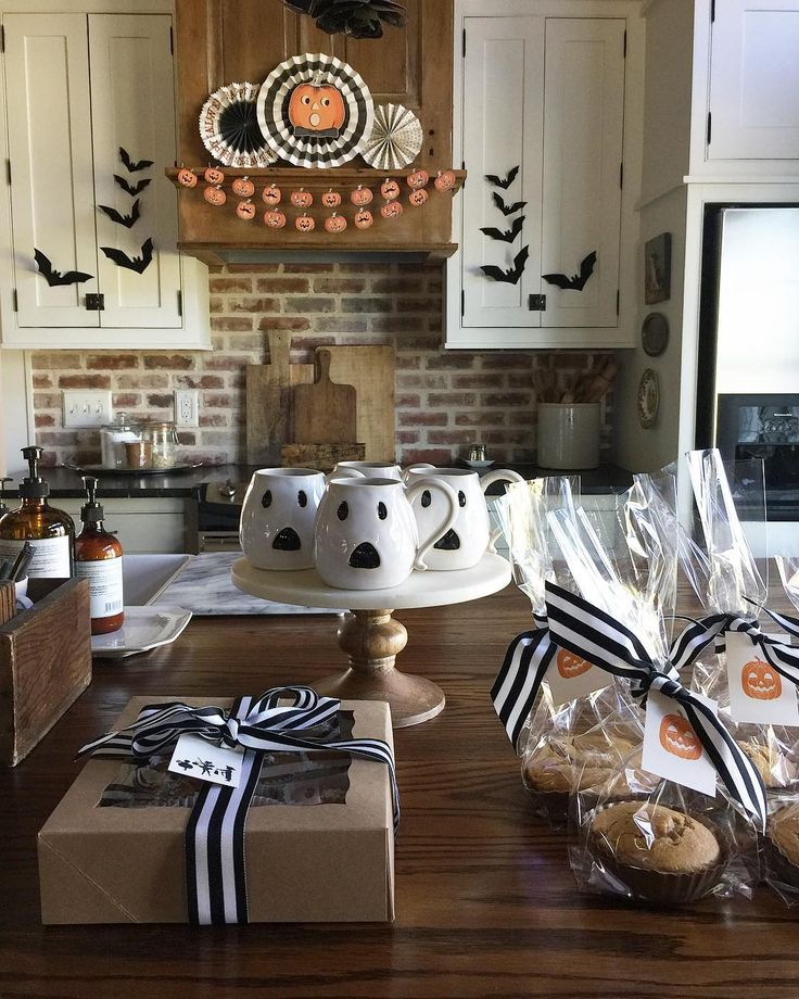 "275 Likes, 11 Comments - patsy schmidt (@blessedmommatobabygirls) on Instagram: ""Sharing with Erin's @cottonstem fun hashtag #cottonstemheartshalloweendecor ...we are enjoying the…"""