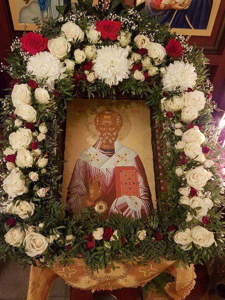 Цветы в православном храме.