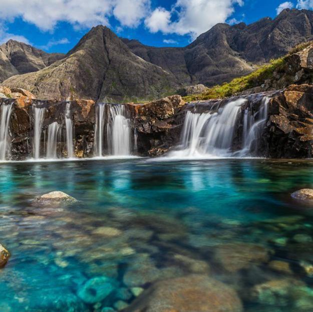 Las Albercas de Hadas en Escocia /   Al sur de la Isla de Skye, en Escocia
