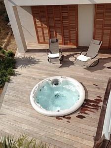 Jacuzzi extérieur - Villa à Pinarellu, Corse