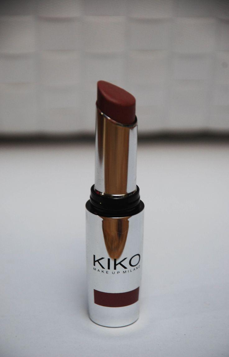 Hello lipsticklovers Eindelijk een post over lippenstift, YES! Mijn collectie lippenstiften is op korte tijd al enorm uitgebreid. Kiko is toch wel mijn op één na favoriet in lippenstiften en ik heb hier dan ook 5 lippenstiften van gekocht op… Continue Reading →