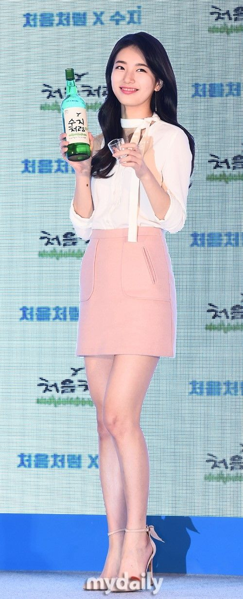 miss A スジが14日午後、ソウル蚕室(チャムシル) にあるロッテワールドモールアトリウムにて開催された焼酎「チョウムチョロム」のファンサイン会に出席した。 - 韓流・韓国芸能ニュースはKstyle