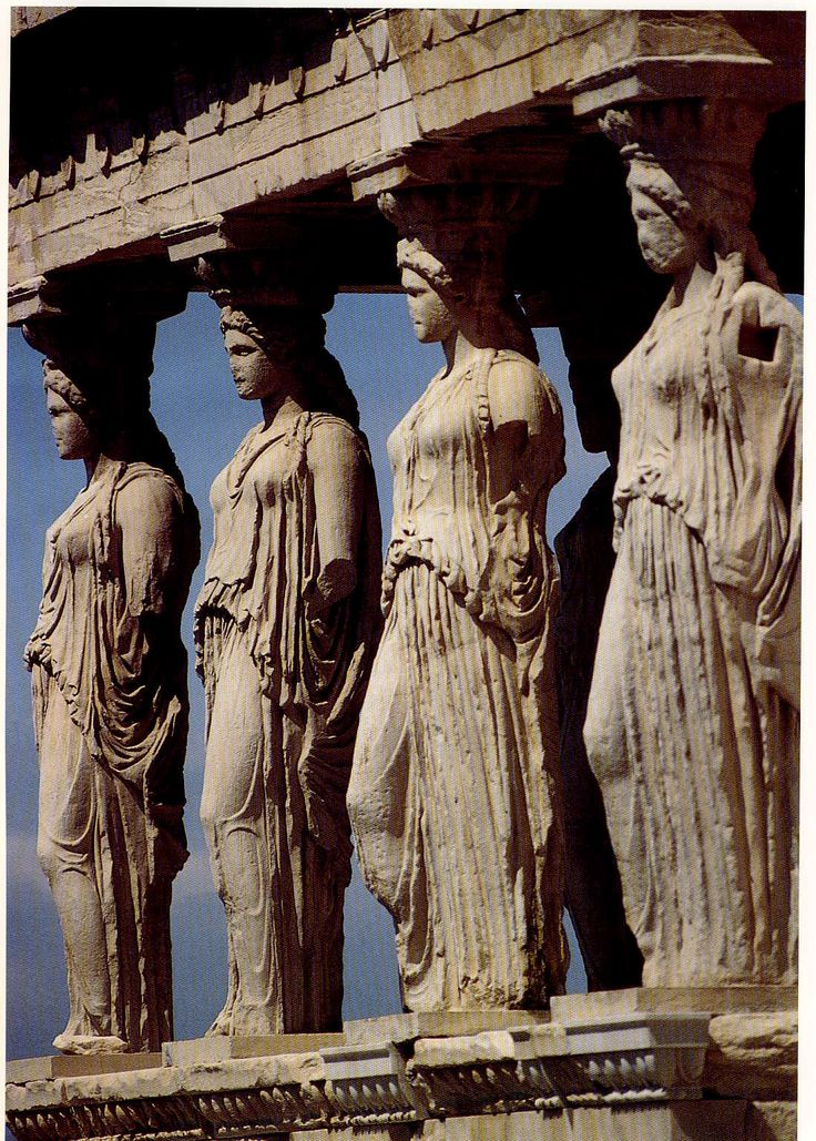 ***Cariátides del Erecteion (h.420 a.C.), Atenas, Museo de la Acrópolis. Clasicismo escultórico de Fidias.