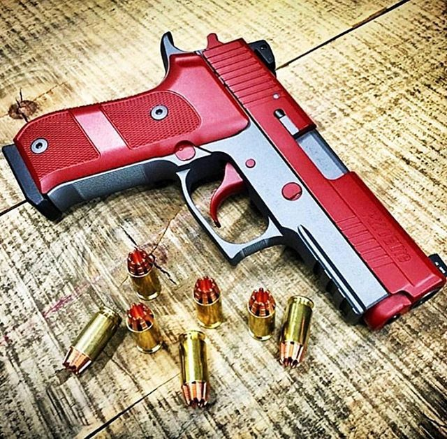 Custom Sig Sauer P220  #CrazyGuns FOLLOW  @gun_freaks
