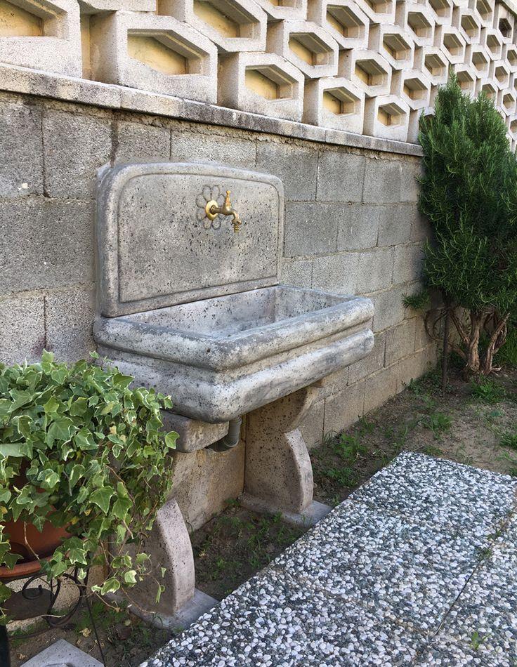 Lavello per esterno col. antichizzato, località: Castello d'Agogna (Pavia)