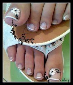 French Pedicure black and white flower nail | http://creativenailsideas.blogspot.com