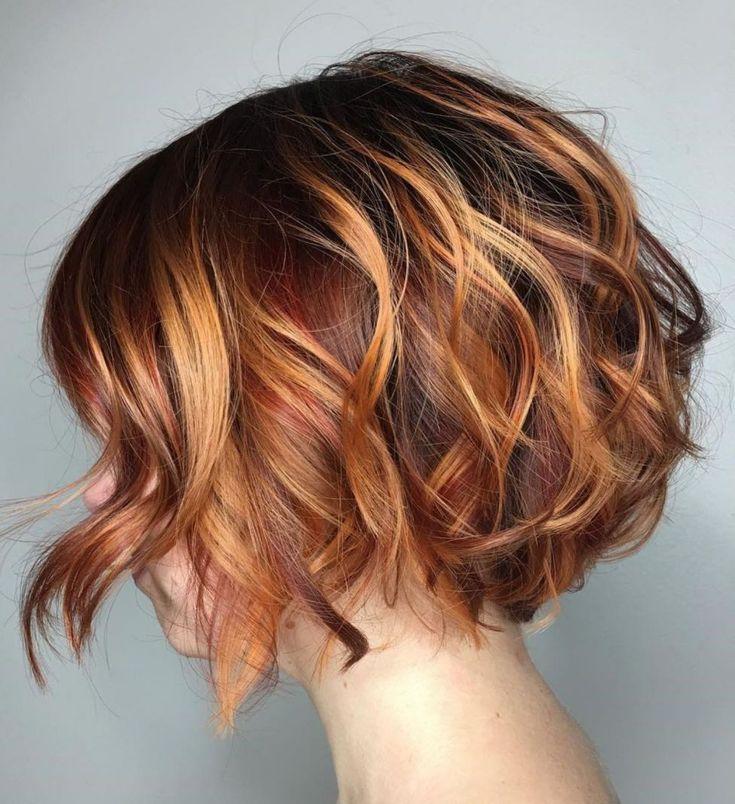 Kurze Frisuren Zweifarbiger Welliger Bob Wavy Bob Hairstyles Curly Bob Hairstyles Thick Hair Styles