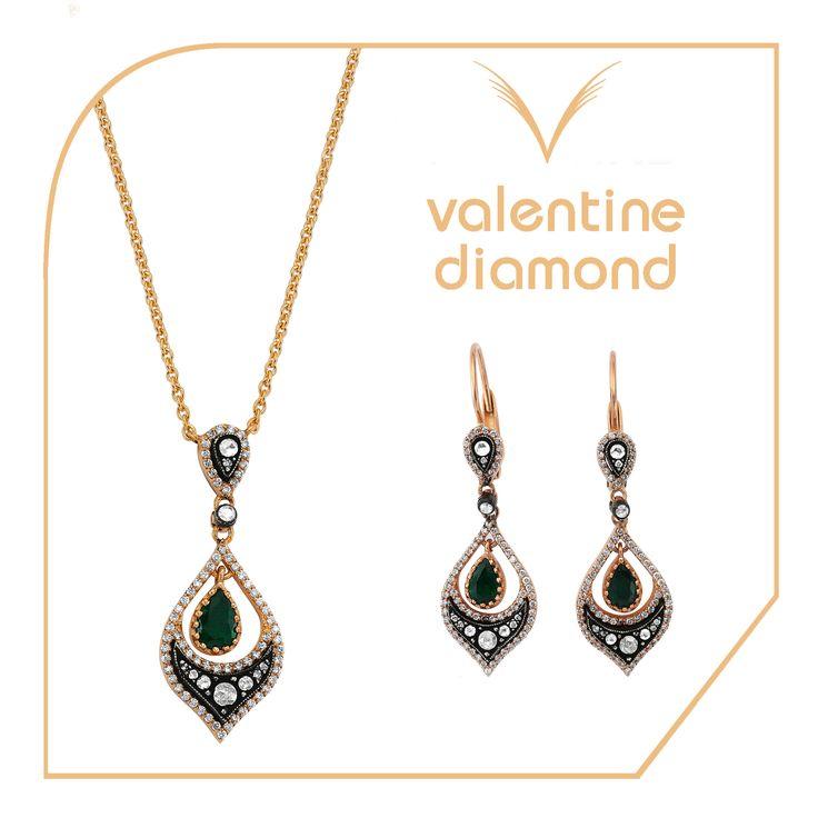 Mutluluğunuzu zümrüt ile taçlandırın #love #happy #ring #yuzuk #diamond #pirlanta #marry #wedding #fiance #weddingring #jewelry #kolye #necklace #bracelet #  #istanbul #amazing  #girl #women #style #design #engagement #white #luxury