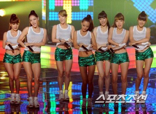 Rainbow's Woori reveals a girl group secret