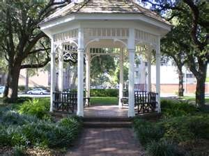 Savannah, GA Whitefield Square // Future Husband, take note. We will get married or take engagement pics here.