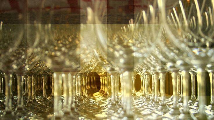 #DuvidaCruel: Qual é o estado físico do vidro? | Por @jpcppinheiro. Como você já deve ter visto, o fogo não é de nenhum dos três estados fundamentais da matéria. Mas e o vidro, é sólido? Veja só, é quase, mas não inteiramente! Entenda essa #DúvidaCruel. http://curiosocia.blogspot.com.br/2014/10/qual-e-o-estado-fisico-do-vidro.html
