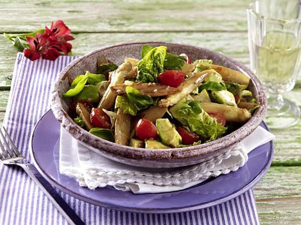 Lauwarmer Spargelsalat mit Kirschtomaten und Avocado