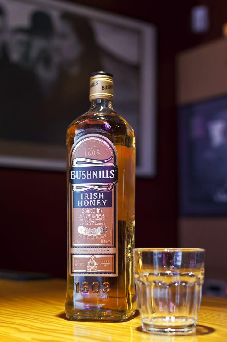 Η απάντηση του Bushmills στον κόσμο των whisky/liqueurs βασισμένα στο μέλι. Μια γλυκιά μίξη αρμονίας από Bushmills, μέλι και φρουτώδη μυρωδικά.