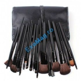 Set 24 pensule makeup - http://exomag.ro/pensule-machiaj-profesionale-makeup/trusa-24-pensule-pentru-machiaj-megaga-professional-maner-plastic-par-natural-gentuta.html