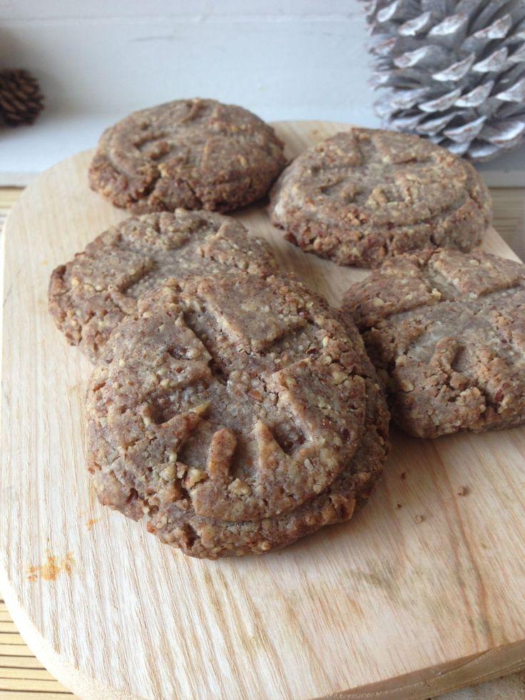 Yummie stuff, deze zeer simpele koekjes! Ik heb voor een erg grappige afdruk in het koekje een koekjes stempel gebruikt. Deze stempels zijn er in allerlei leuke afbeeldingen en verkrijgbaar in de betere kook/bakwinkels. Geweldig lekker en bijzonder, dat zijn ze zeker en kinderen...