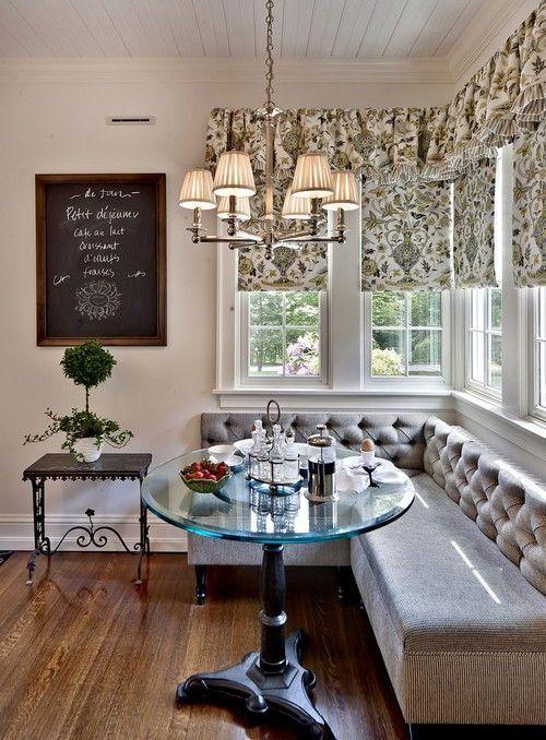 Диван на маленькой кухне: 70+ практичных решений, которые способны расширить и комфортизировать кухонную зону http://happymodern.ru/malenkiy-divan-na-malenkuy-kuxnyu/ Серый диван на классической кухне