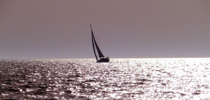 Gerade im Norden ist man mit sonnigen Stunden nicht sehr verwöhnt. Davon hat die Insel Fehmarn, in der Ostsee aber reichlich. Sie gehört mit rund 2000 Sonnenstunden im Jahr, zu einem der wetterbeständigsten Ziele in Deutschland......mehr unter: http://welt-sehenerleben.de/Archive/928/ostseeinsel-fehmarn-das-sonnige-tor-zur-ostsee/ #Fehmarn #Ostsee #Segeln #Strand #Sonne #Meer #Reisen #Urlaub