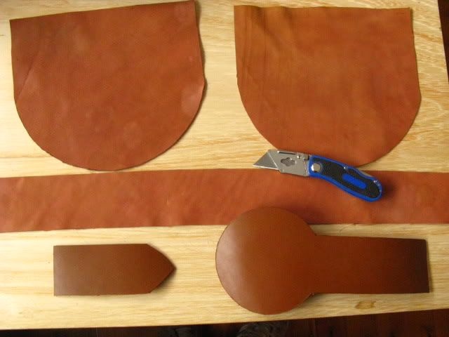 Sporran tutorial Close enough :) 18th c. sporrans were usually made of deerhide, not cowhide.