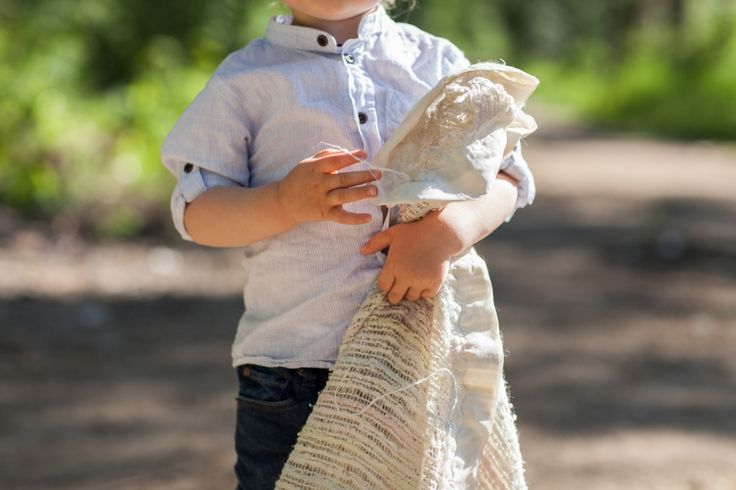 www.hobbsphotography.ca Preparing Kids for Family Photos - let them bring their favourite blanket or stuffy