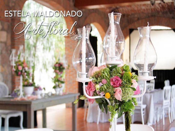 Detalles, candelabro con diseño #vintage #bodas #bodasmexico #sanmigueldeallende #guanajuato #wedding #centerpiece #floral