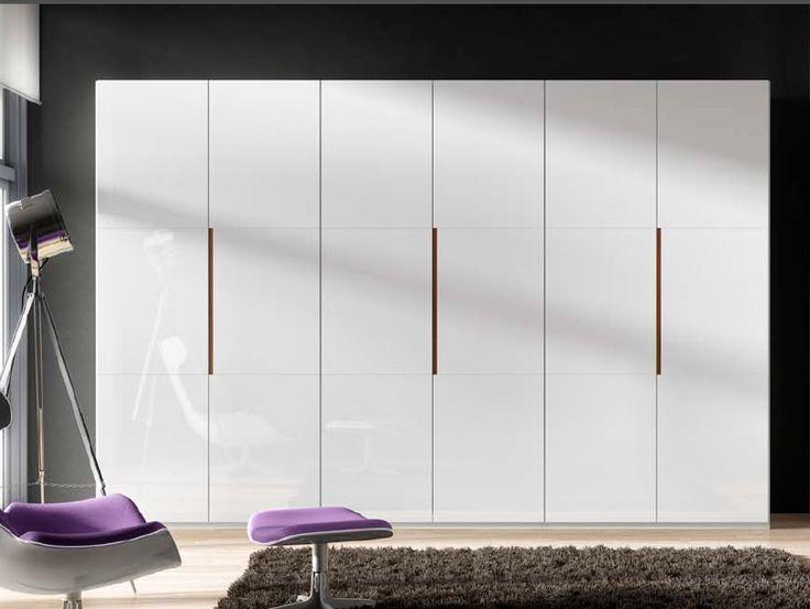 Mobiliario de dormitorio armario de puertas abatibles en for Mobiliario de dormitorio
