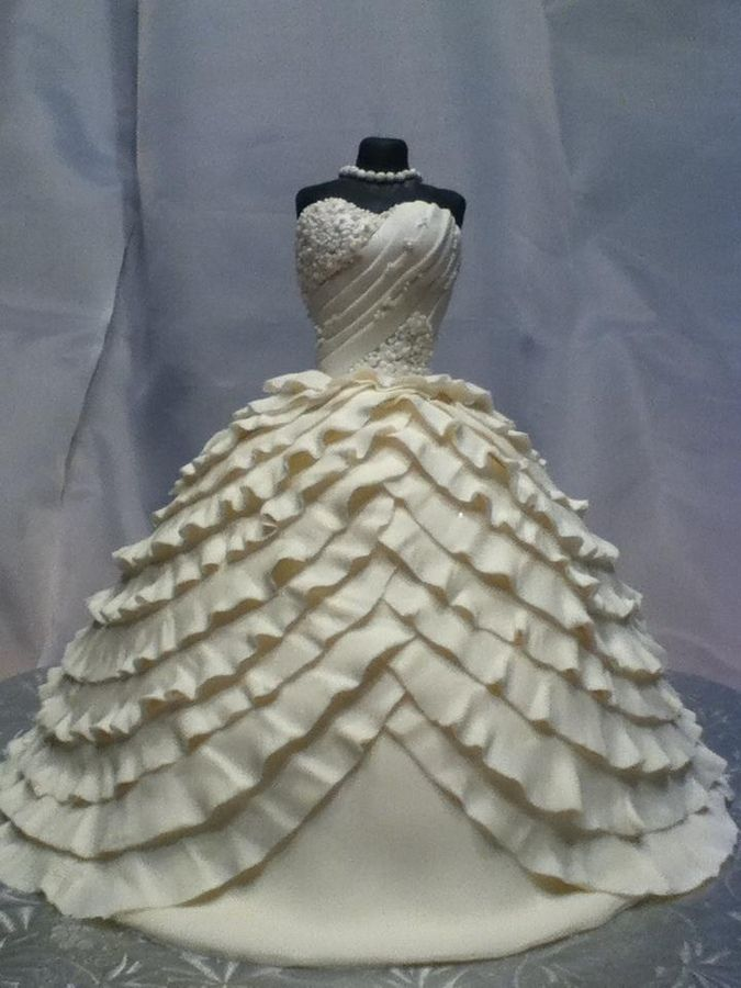 This is a white fondant replica of the bride's dress.