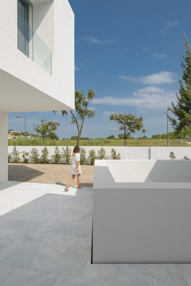 Gallery of Between Two White Walls / Corpo Atelier - 4