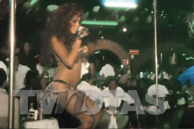 La controvertida Daiana Guzmán (de 18 años) presentó su 'show' en el table dance Tropicoso Men's Club.    A un año y medio después de acusar a Kalimba de violación, hecho que no se comprobó, la joven se dedica a bailar y posar con muy poca ropa. Además, canta reguetón en clubes nocturnos, hace 'performances' lésbicos y se desnuda ante sus seguidores.    Incluso fuimos testigos de que durante su presentación aprovecha para  hacer comentarios contra el cantante que fuera integrante de OV7.
