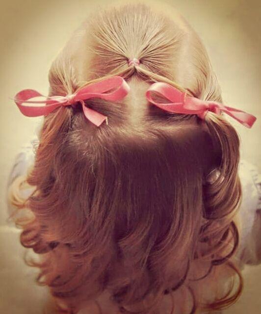 Peinado de niña con tres coletas y tirabuzones