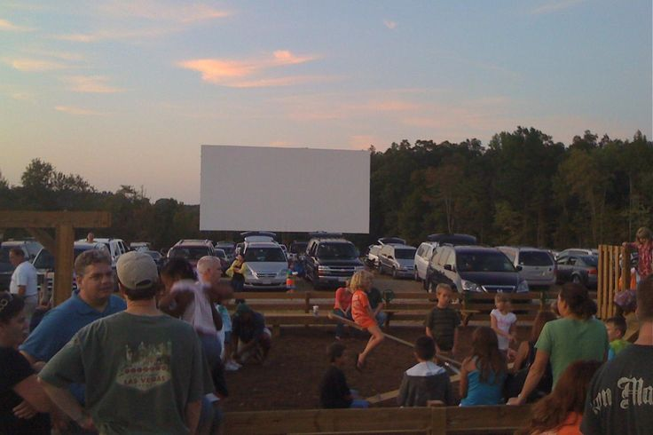 return of the jedi was the last movie I saw at a drive in theater.  We sat on the top of an old green station wagon.Drive In Movie, Stations Wagon, Goochland Drivein, Richmond Va, Movie Theater, Green Stations, Sisterhood Ideas, Richmond Virginia, Goochland Drive In